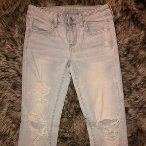 American eagle distressed light jeans